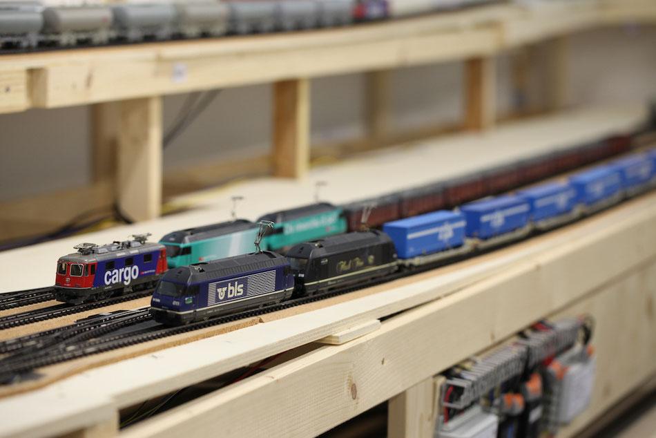 H0-Modelleisenbahnanlage mit Güterverkehr, T.T.S. Auflieger