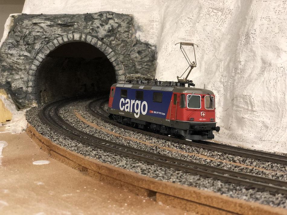 Modelleisenbahn H0 Anlagebau Tunnelportal mit Gips und Silikonformen von Spörle