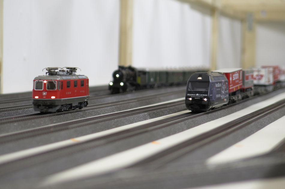 SBB-Züge im Schattenbahnhof Modelleisenbahn