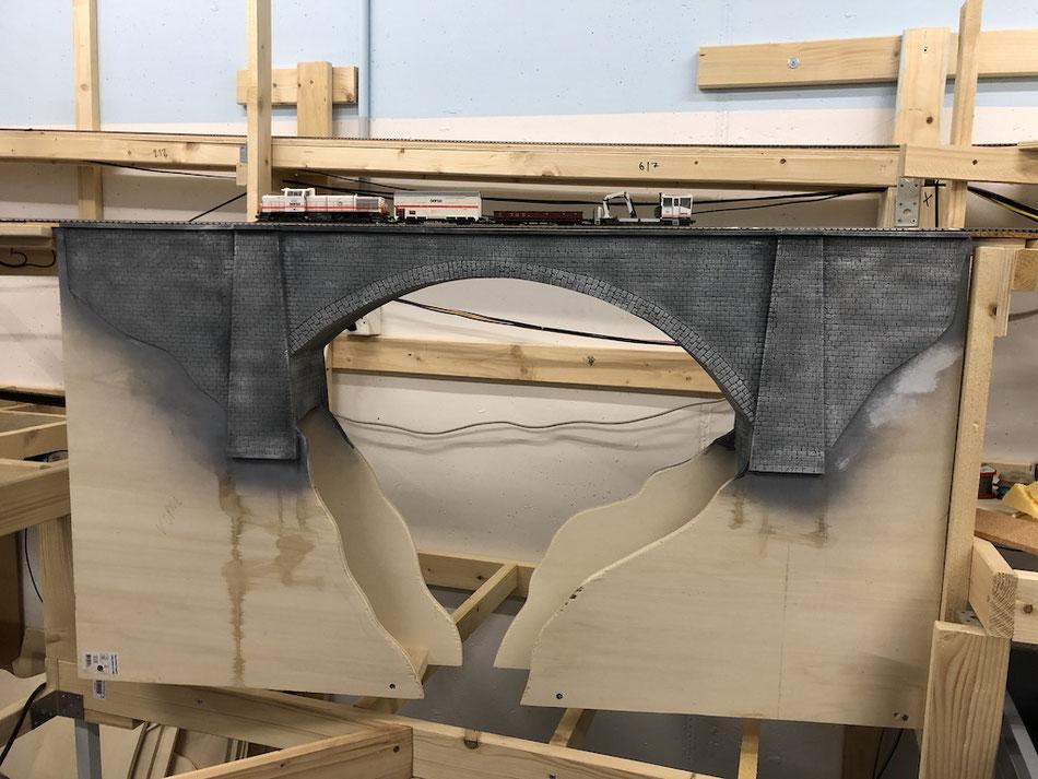 Modelleisenbahnbrücke selber bauen (mit Styrodur)