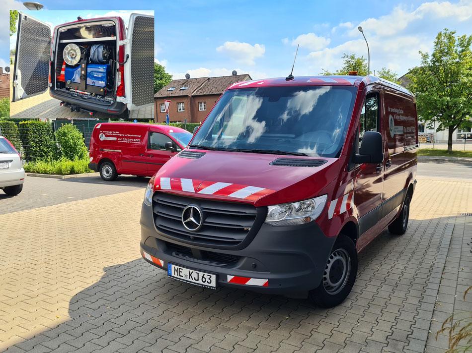 © Rohrreinigung Klaus Jeroschewski GmbH / Rohrreinigungsfahrzeug mit leistungsstarkem KaRo® CityJet Hochdruckspülgerät (angetrieben durch hydr. Nebenantrieb)