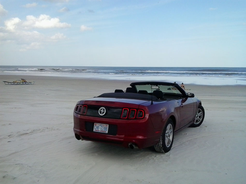 Bild: Red Ford Mustang at Daytona Beach Florida