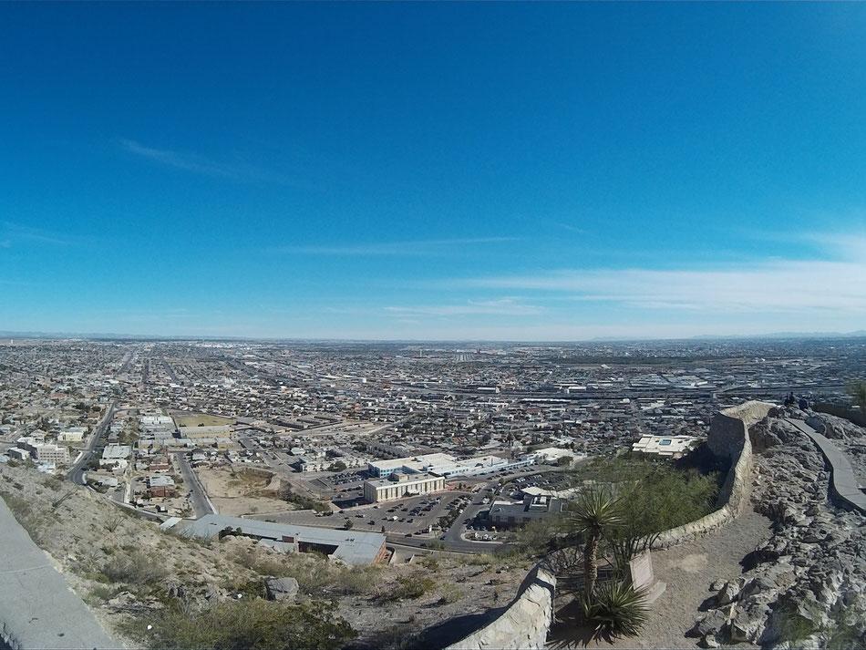 Bild: Blick auf El Paso Texas und Mexico im Hintergrund
