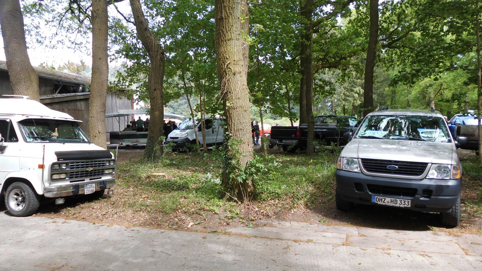 Bild: US-Car Treffen in Hambergen, Ford Explorer, Chevy Van