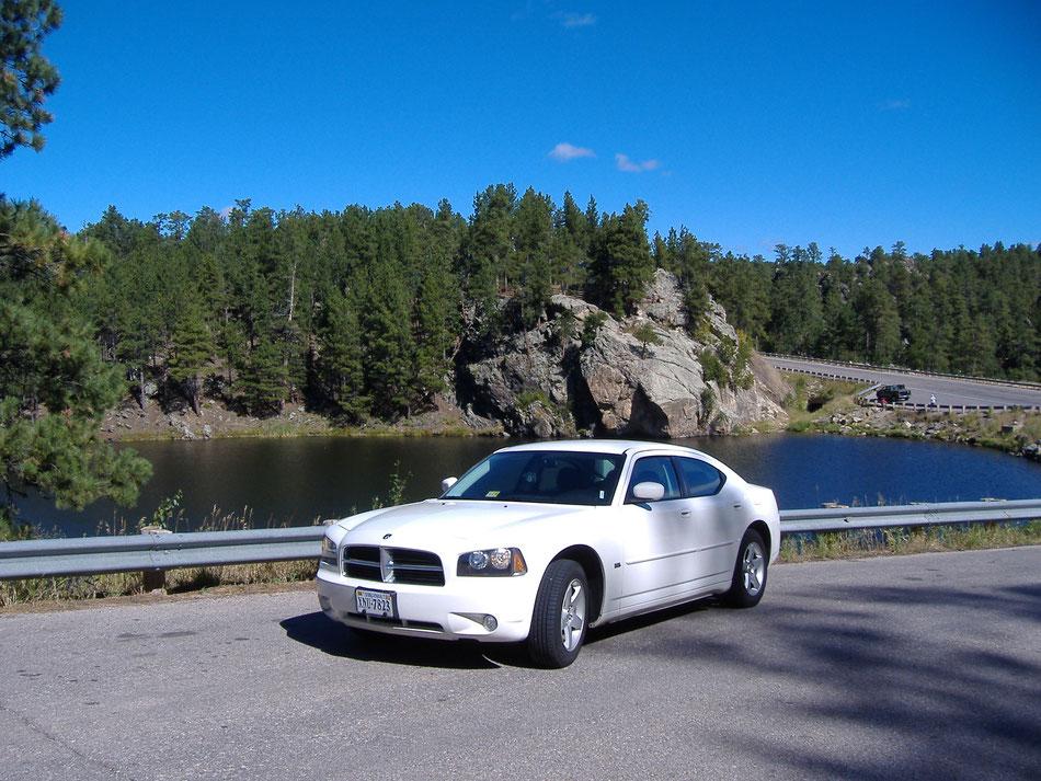 Bild: White Lady Dodge Charger 5000 Meilen westwärts