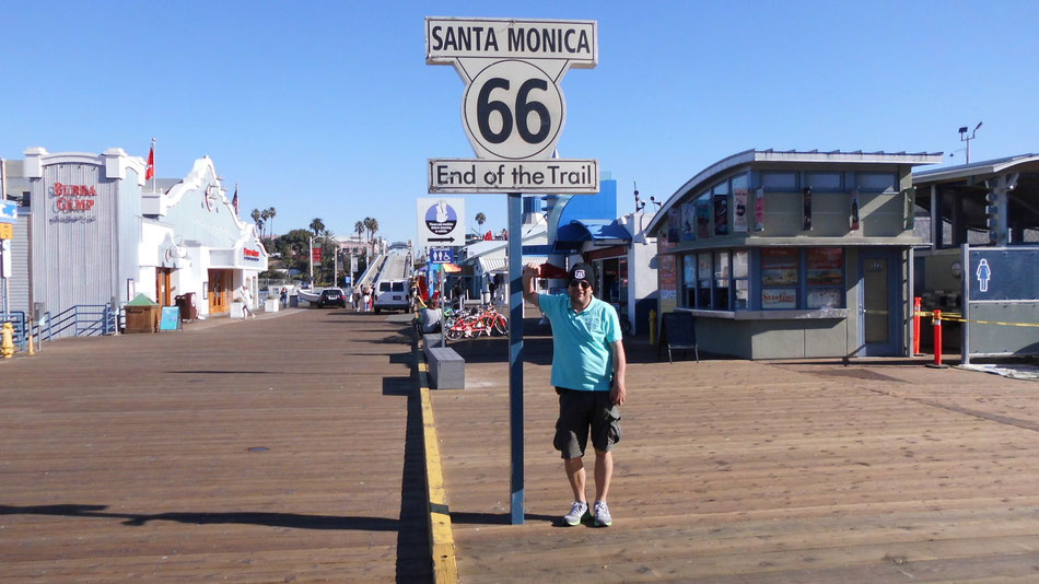 Bild: HDW und End of Trail: Santa Monica Pier; in Los Angeles, California; Route 66 oder nix