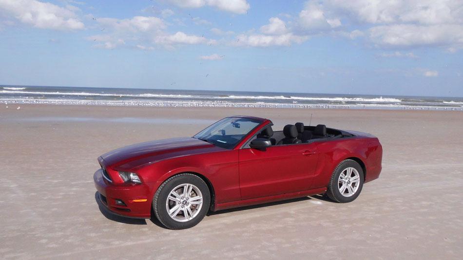 Bild: Red Ford Mustang at Daytona Beach Florida