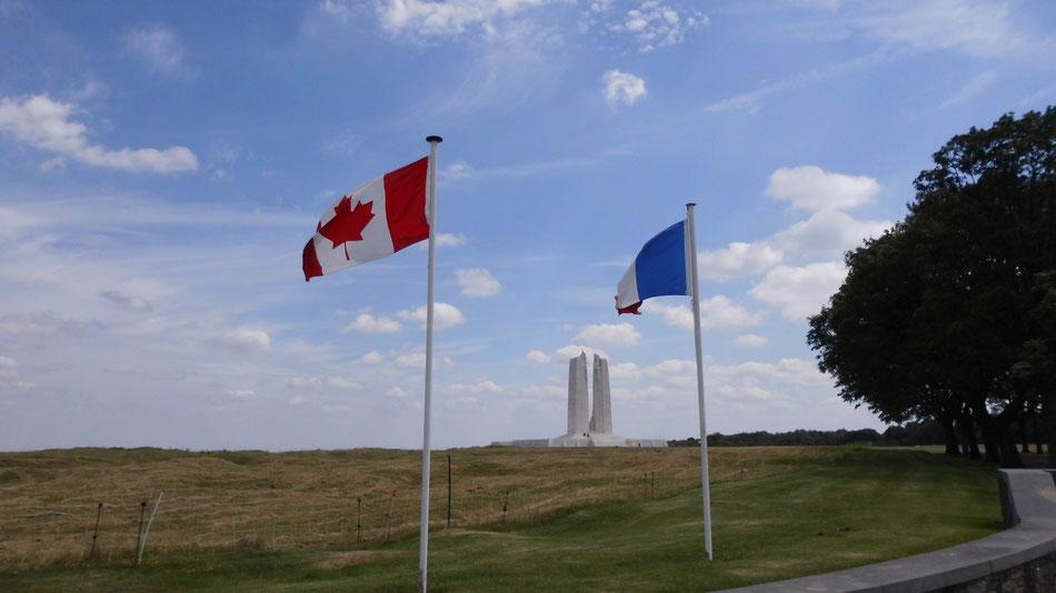 Ein Denkmal aus dem ersten Weltkrieg. Hier ist die Gegend teilweise noch gesperrt, weil auf den ehemaligen Schlachtfeldern noch Munition liegt