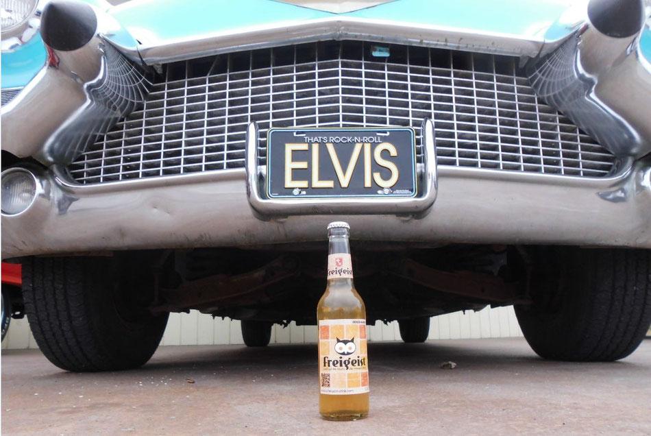 Bild: Elvis und Freigeist und ein alter Cadillac