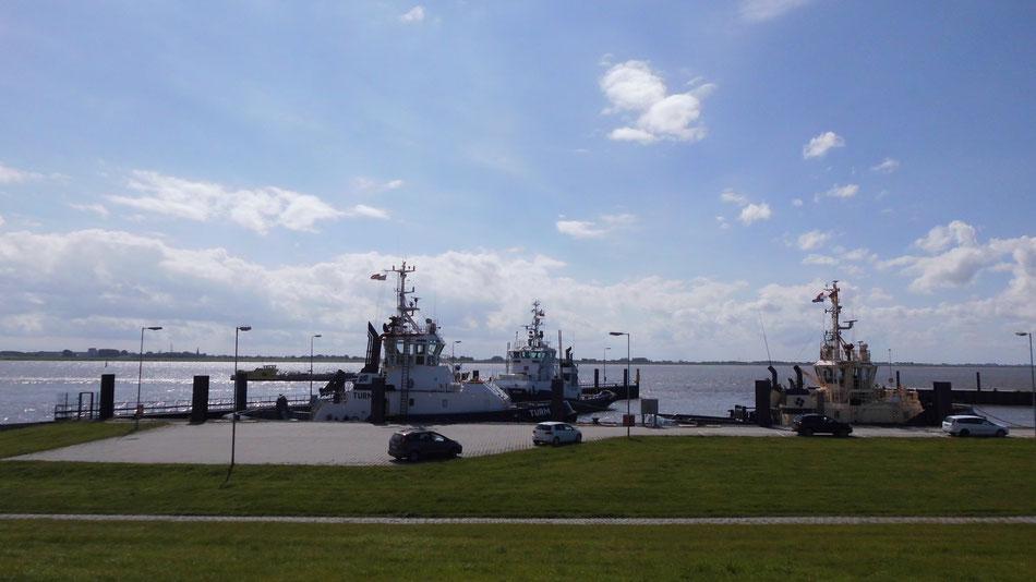 Bild: Bremerhaven, US-Cars, HDW, Schlepper, Weser