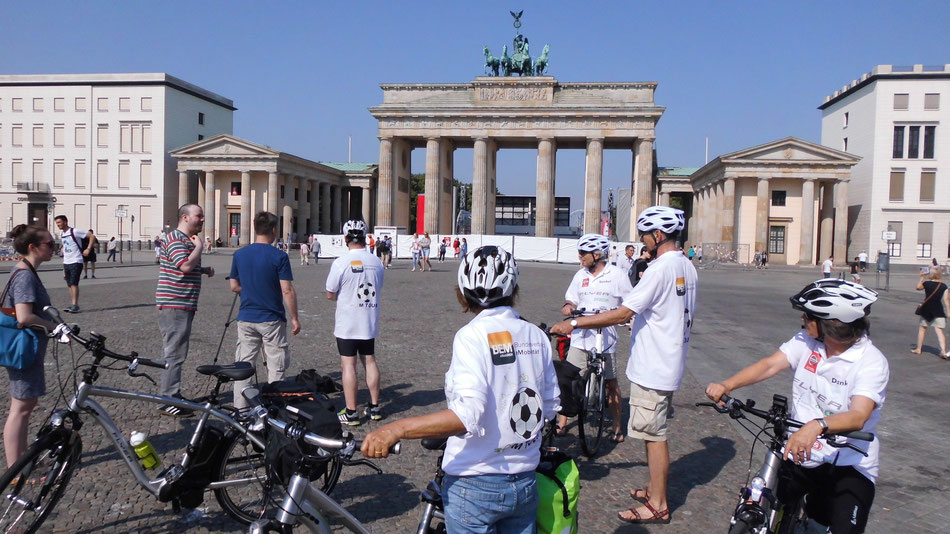 Bild: Berlin-Paris, Start Brandenburger Tor, Deutschland, HDW