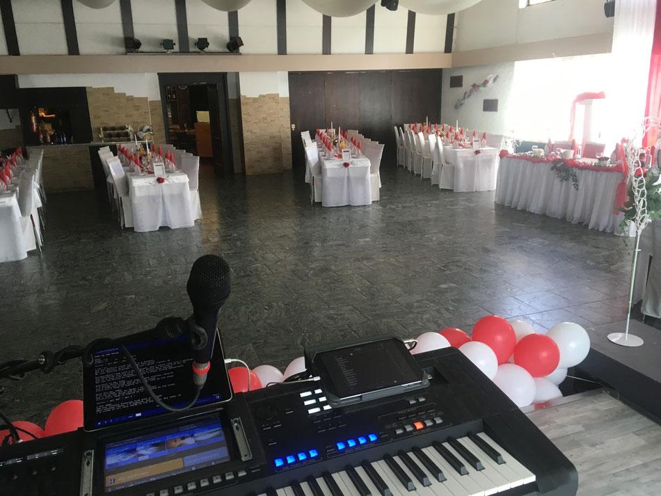 Hochzeitsfeier untermalt von Musiker Florian Geibel in Profi für  69221 Dossenheim , Mannheim , Peterstal, Schriesheim, Wilhelmsfeld, Ladenburg