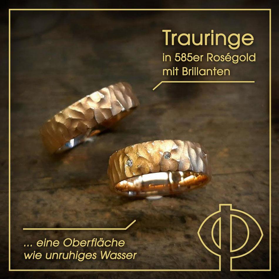 Trauringe in 585er Roségold mit Brillanten und einer Oberfläche wie unruhiges Wasser – handgearbeitet in der Goldschmiede P. Oellerich in Bremerhaven