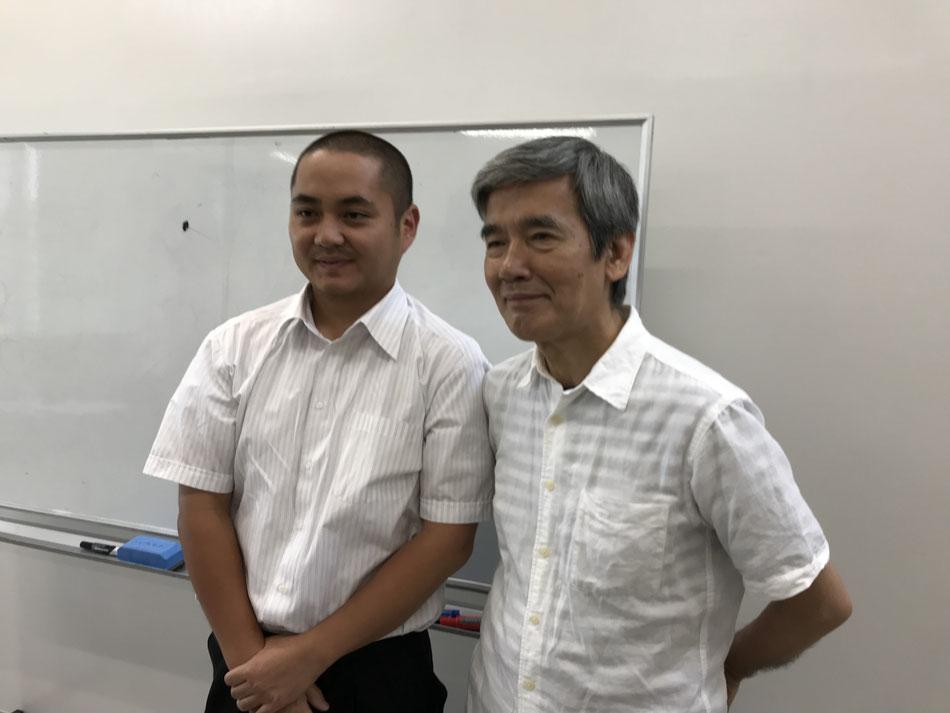 玄米と健康研究家の冨田先生とツーショット写真