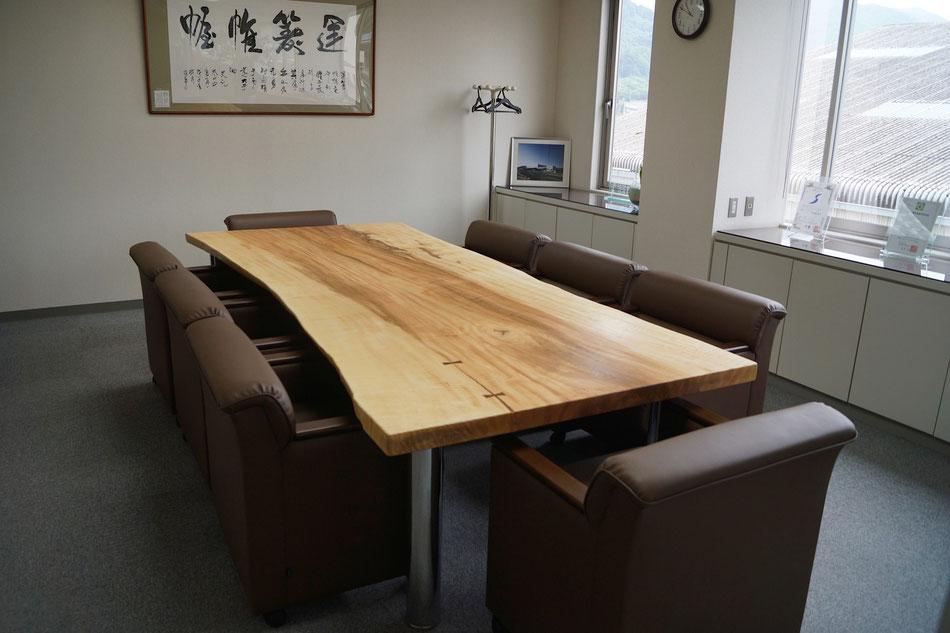 応接室テーブル トチ 一枚板