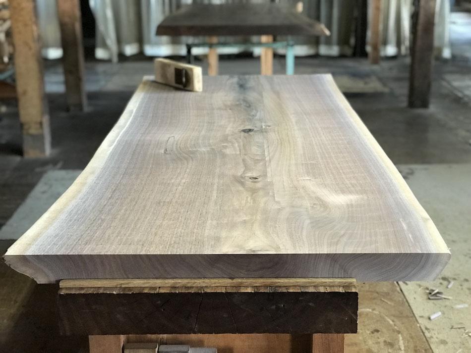 ブラックウォールナット 一枚板 テーブル 広島 鉋