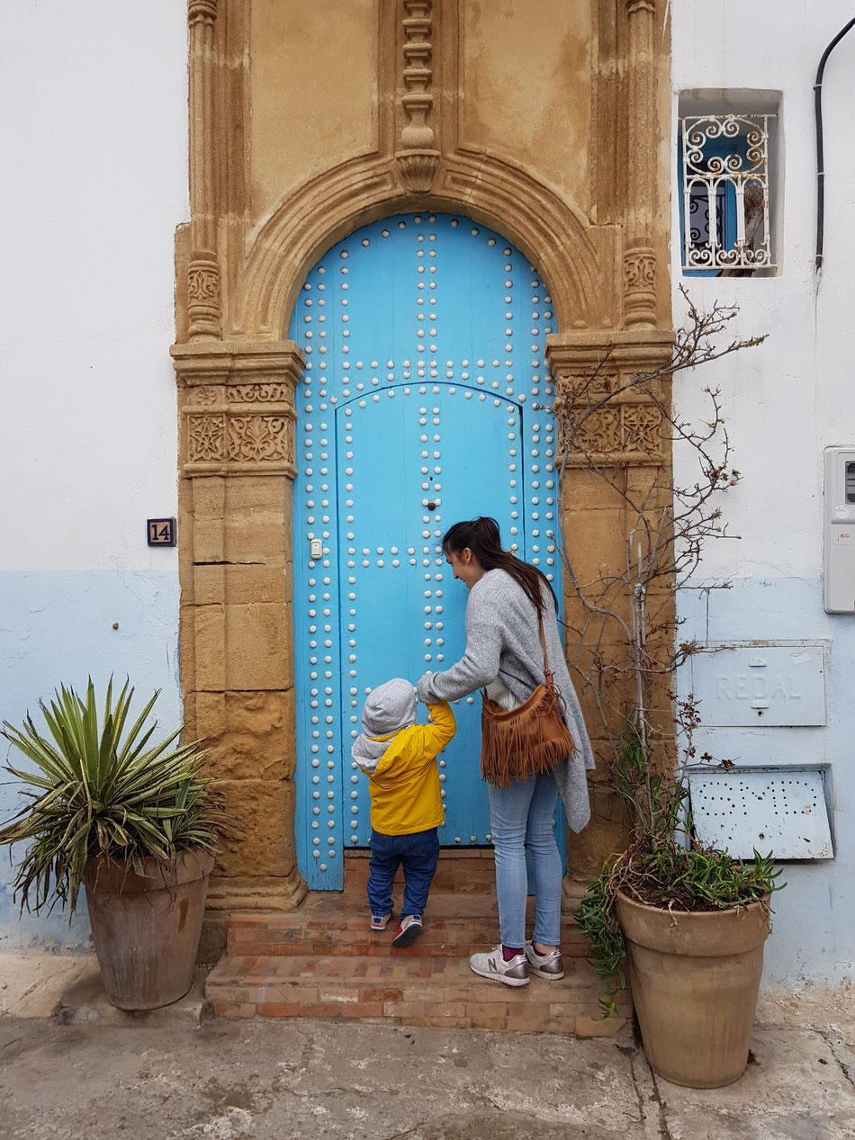 Blaue Eingangstür