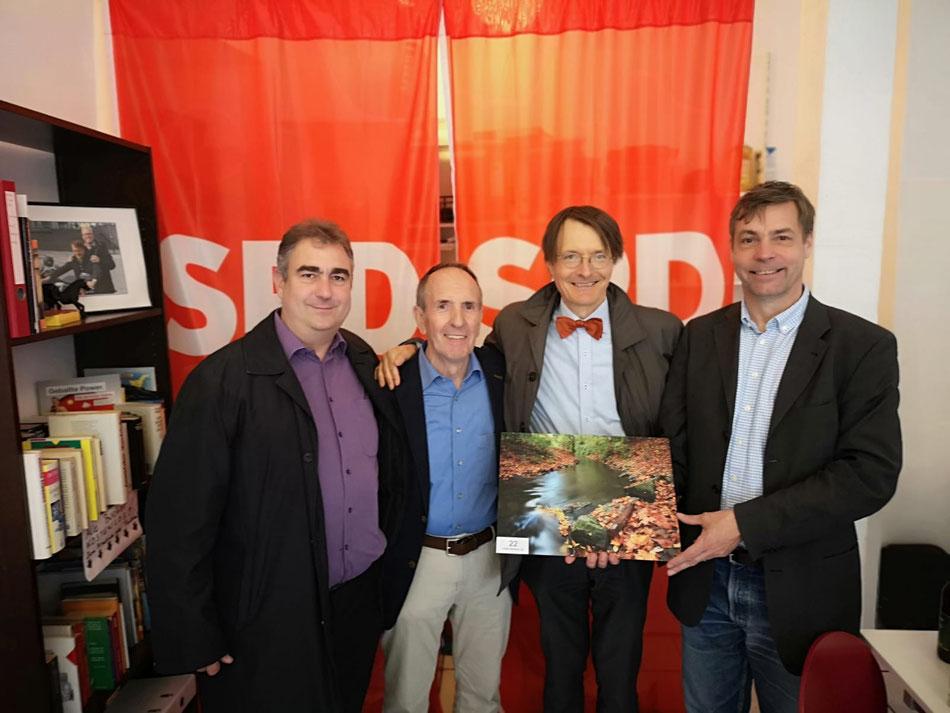 V. l. n. r.: Dirk Fieseler (SPD Ortsverband Höhenhaus), Manfred Steßgen (Initiative Mülheimer Tag), Prof.  Karl Lauterbach (SPD Bundestagsabgeordneter), Michael Frenzel (SPD Vertretung im Kölner Stadtrat)