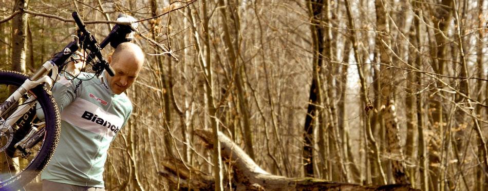 Mit Retro Bianchi T-Shirt durch Wald und Moor im Duvenstedter Brook.