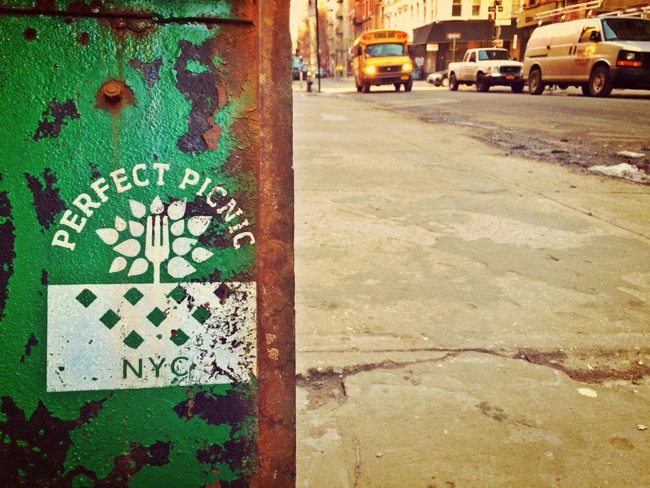 Perfect picnic in NYC. Lohnenswert sind die Food-Touren durch New York. Und etwas Leckeres gibt es an jeder Ecke der Stadt zu entdecken.