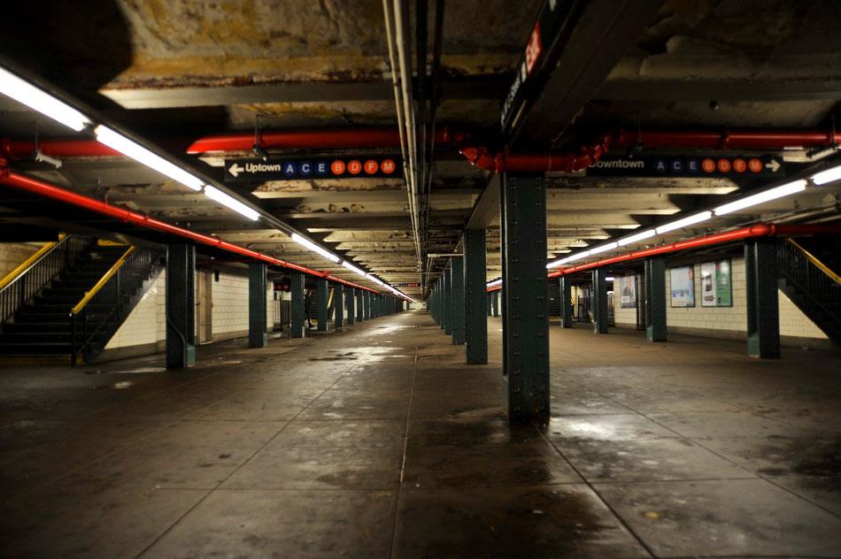 Unter New York in den vielen Gängen der Subway.