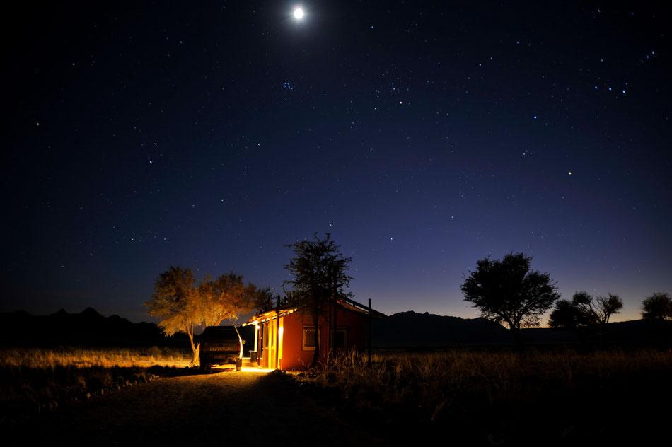 Desert Camp Sossusvlei, liegt 5km vom Eingang zum Sossusvlei und Sesriem Canyon entfernt. Das Desert Camp Sossusvlei ist eine tolle Location und hatte mit Abstand den besten Picknick-Korb unser gesamten Namibia Tour.