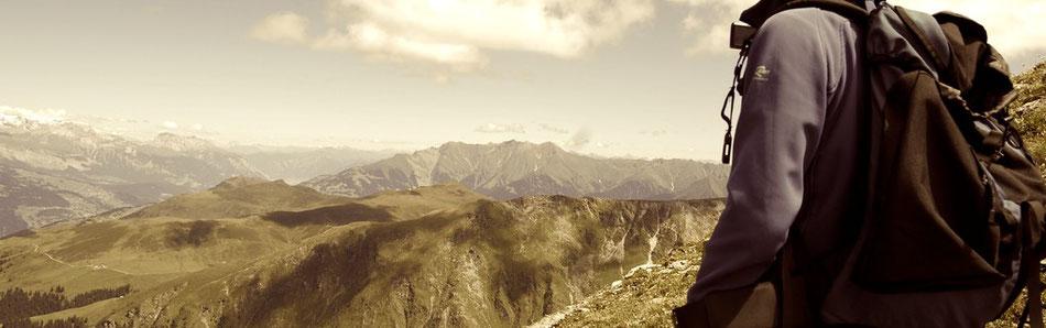 Schweiz Berge Wandern Rucksack Aussicht Berggipfel