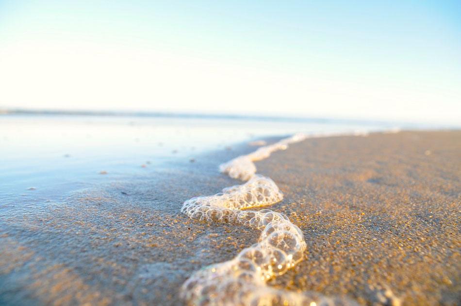 Schöner sandstrand in kenton on sea. von hier aus geht es in das kariega private game reserve
