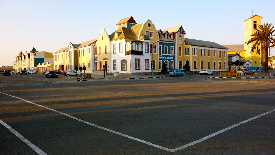 Swakopmund, Namibia. Von Norden und Osten wird Swakopmund durch die Sandwüste der Namib und der Skelettküste begrenzt