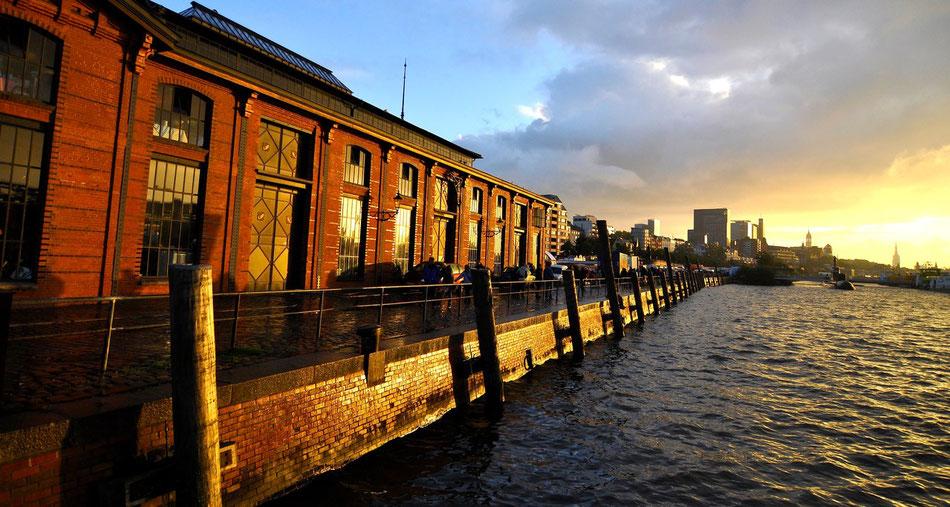 Sonntag Morgen am Fischmarkt in Hamburg
