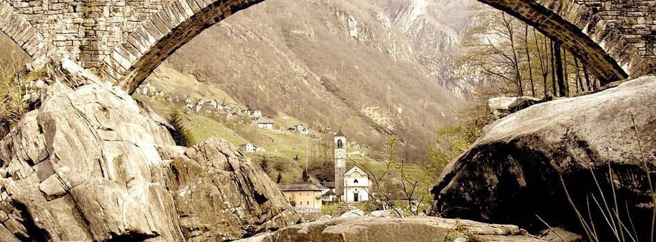 Verzasca Tal Doppelbogen Brücke Schweiz Tessin