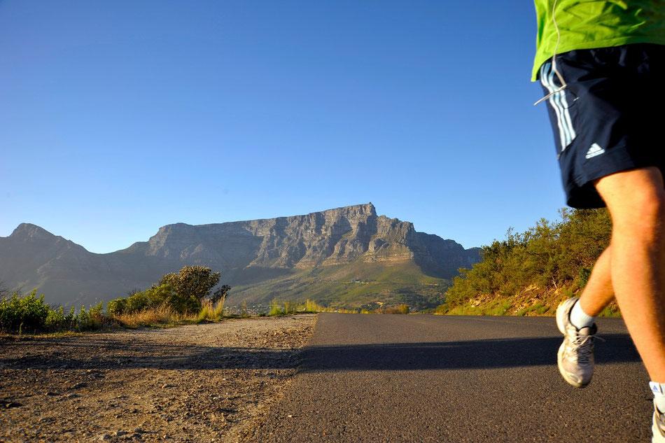 Signal Hill bis zum Lionshead und einmal crosscountry um den Berg. Immer mit der Sicht auf den Tafelberg oder das Meer. Eine der schönsten Lauftsrecken der Welt und ganz nah bei Kapstadt.
