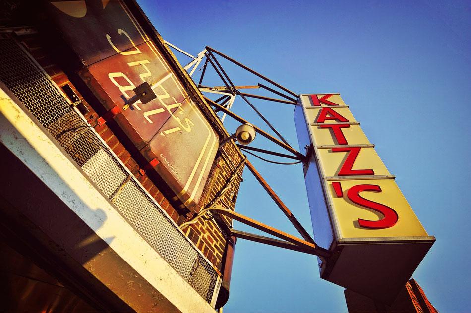 KATZ´S Deli, NYC. legendär und bekannt aus Harry und Sally. Berühmt für sein Corned Beef Sandwich oder das Pastrami Sandwich. Leider teuer.