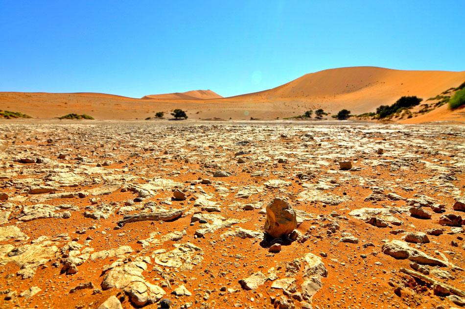 Rund um das Sossusvlei befinden sich noch andere Salzpfannen, die eine Besichtigung lohnen. Touristen findet man hier nur noch vereinzelt.