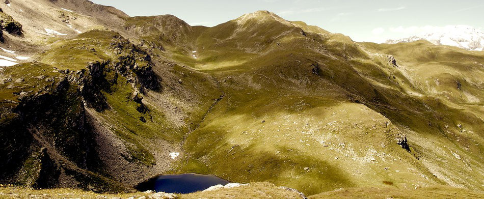 Schweiz Bergsee eisblaues Wasser