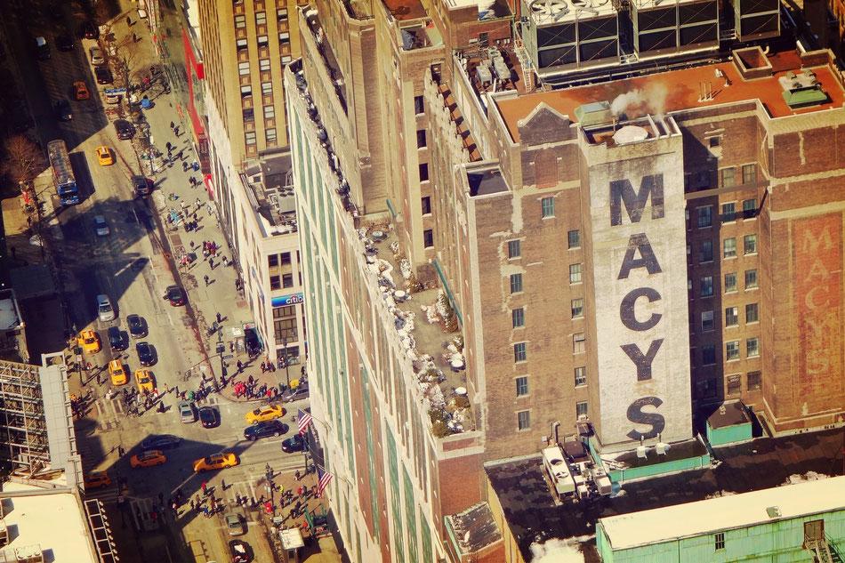 Das MACYS in New York ist das größte Kaufhaus der Welt.