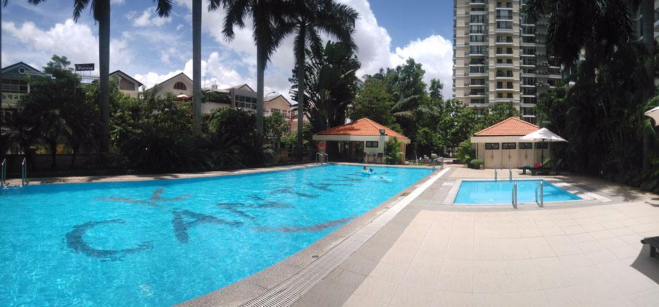 La piscine en bas de notre immeuble, on y va tous les matins depuis notre arrivée ^^