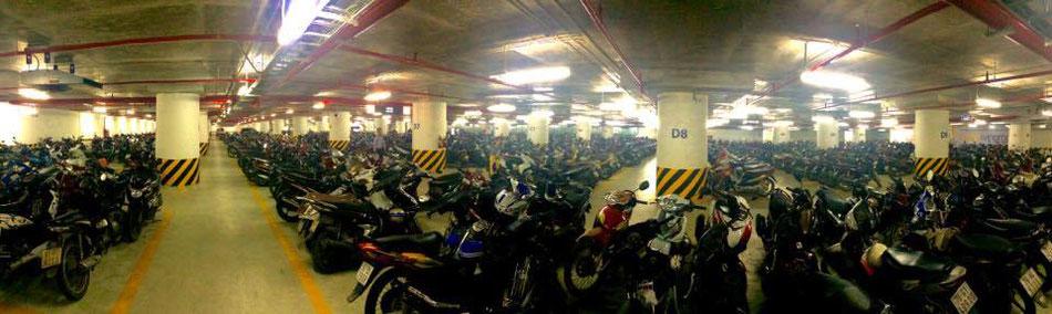 parking sous terrain de ..... scooters !!