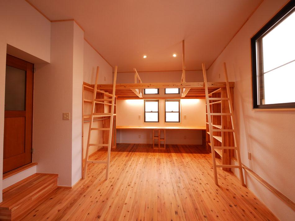 杉床板・紙クロス・無垢の家具