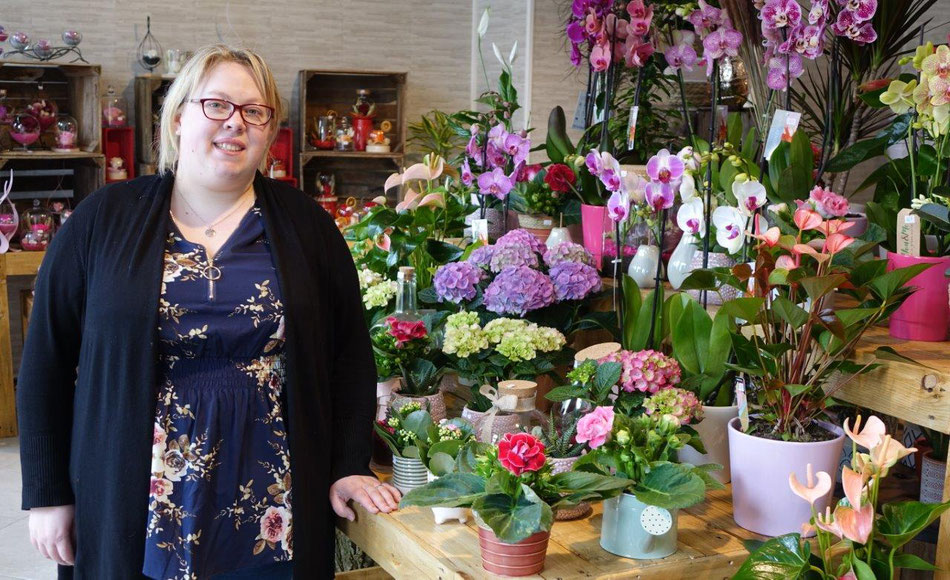 Avec Instants Fleurs, Sandra Meulemeester ouvre une boutique qui lui ressemble. Le port du masque de protection a été retiré le temps de la photo.
