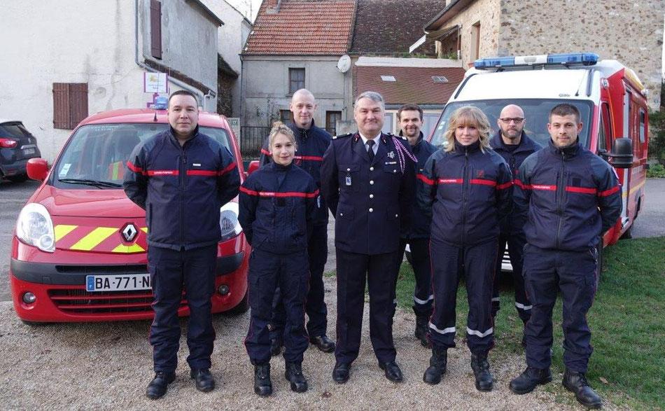 Au centre, le Lieutenant Pascal Le Cornec, entouré d'une partie des sapeurs-pompiers de Saint-Eugène.