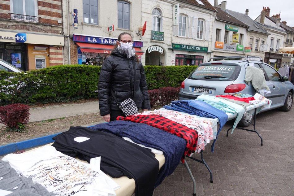 L'enseigne Cmataille ne pourra plus présenter sa collection de vêtements sur le marché pendant quatre semaines minimum.