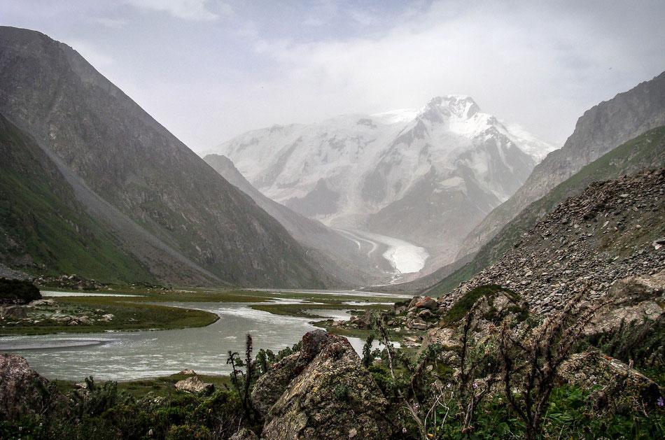 The highest mountain of the mountain range Terskey Ala-Too: Mt. Karakol (5281 m).