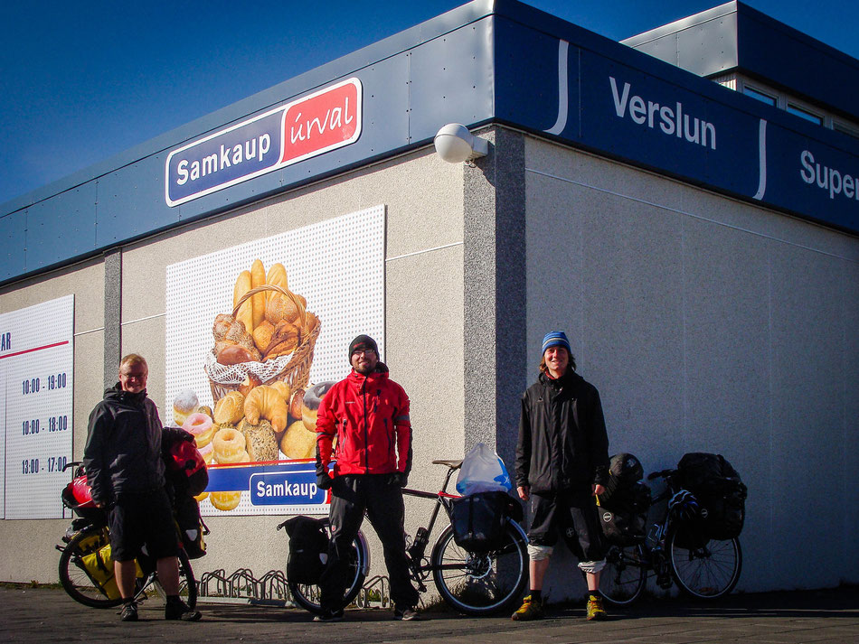 The biking 'gang': Matthias, Oskar and I