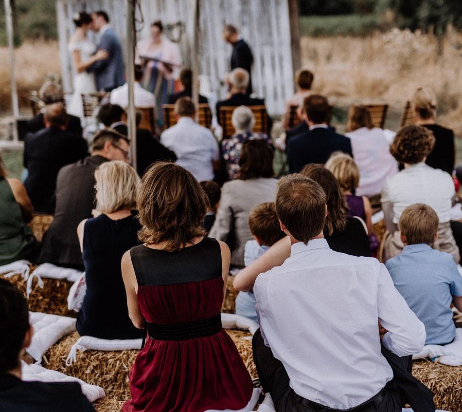 freie Trauung Stuttgart Karslruhe Pforzheim Heilbronn Ludwigsburg Hochzeitslocation Hochzeitslokation Trauredner Traurednerin Herzgefühl Trauungen Herzgefuehl