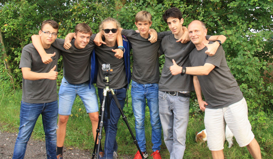 von links nach rechts: Kristof, Simon, Johannes, Erik, Erik, Frederik und Herr Eberhardt