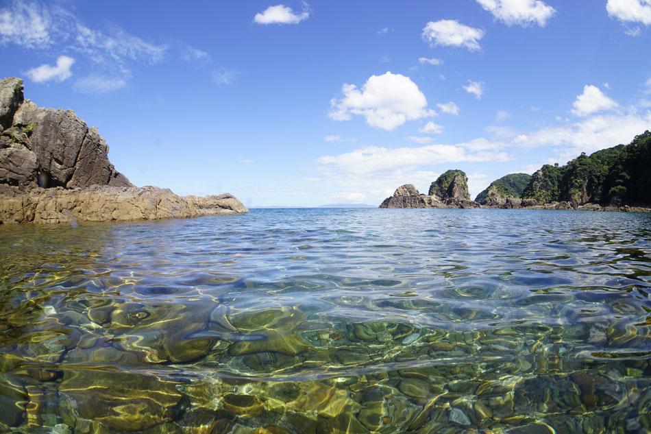 妙見ヶ浦(妙見浦) 透明度が良く熱帯魚がたくさん見られる
