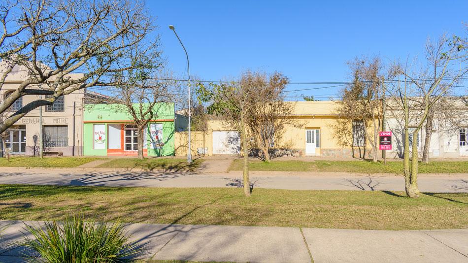 Carina Rossier Inmobiliaria vende casa en zona centrica de Villa Elisa, Entre Ríos.