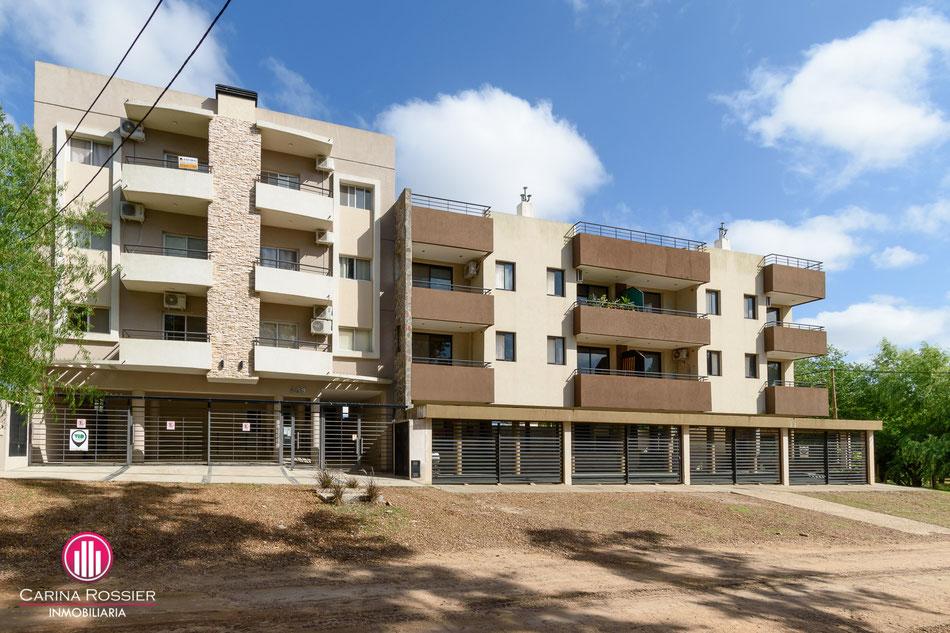 Carina Rossier Inmobiliaria vende departamento en Colón Entre Ríos. Se vende departamento ubicado a metros de playa sur en Colón, Entre Ríos.
