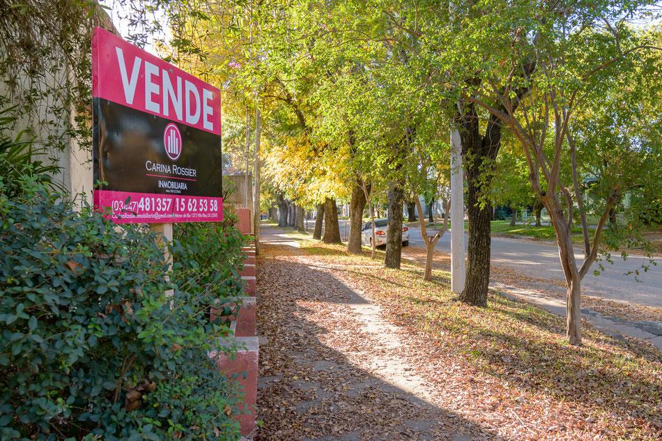 Carina Rossier Inmobiliaria vende casa en el centro de Villa Elisa, Entre Ríos. Referencia: VCAS-030